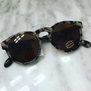 NWT 🏷 Marbled Round Sunglasses